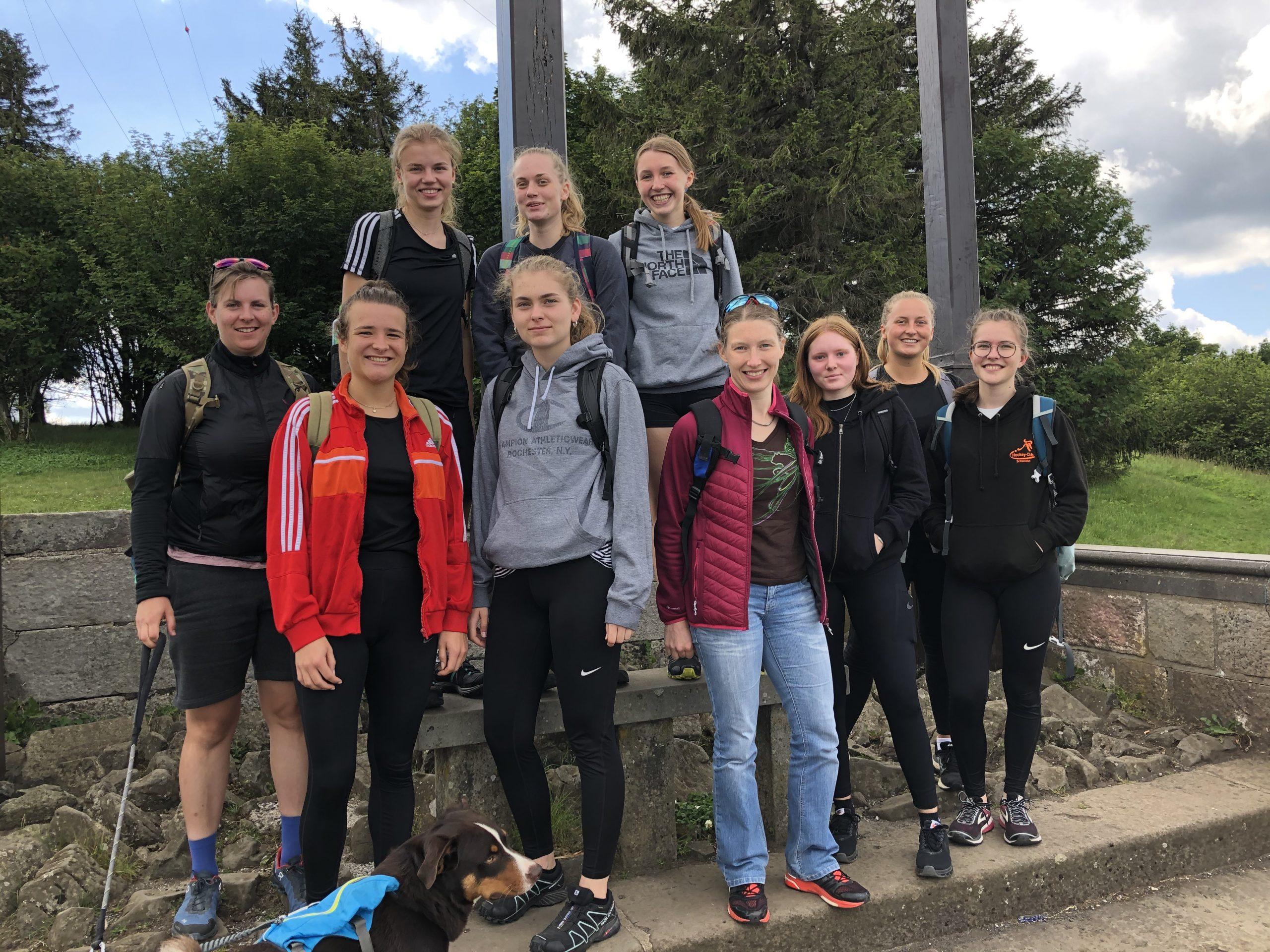 """Auf dem """"Heiligen Berg der Franken"""" – Damenmannschaft erwandert den Kreuzberg"""